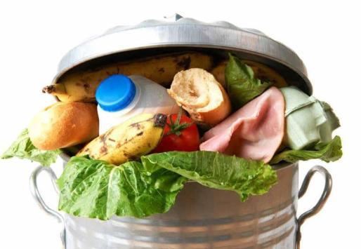 El olvido o no conocer la diferencia entre caducidad y consumo preferente, motivos para que anualmente vayan a la basura 64 millones de kilos de comida en las Islas