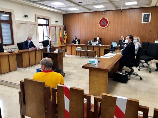 El acusado, de 62 años, ayer en el banquillo de la Sección Segunda de la Audiencia de Palma. Foto: G. E.