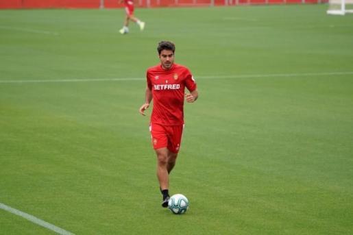 El delantero Abdón Prats, durante el entrenamiento.