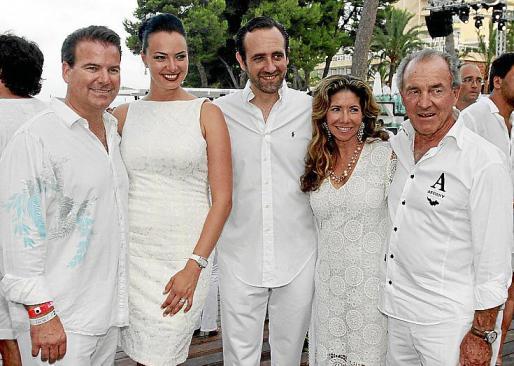 Michael y Genia Penrod, José Ramón Bauzá, y Lucía y Jack Penrod.