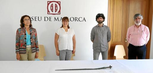 Maria Gràcia Salvà, Bel Busquets, Jaume Deyà y Miquel Estrades, en el Museu de Mallorca.