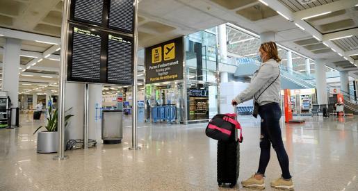 AENA llevará a cabo en las próximas semanas una serie de inversiones en el aeropuerto de Palma para mejorar las infraestructuras que permitan la aplicación de medidas permanentes de distanciamiento físico por el coronavirus..