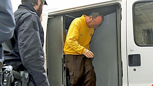 Uno de los detenidos al ser puesto a disposición judicial.