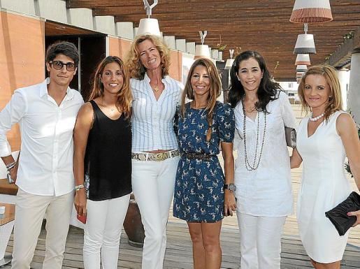 Pablo Fuster, Blanca Fuster, Renate Pentzien, Paula Fuster, Mariana Chacón y Oana Ciolpan.