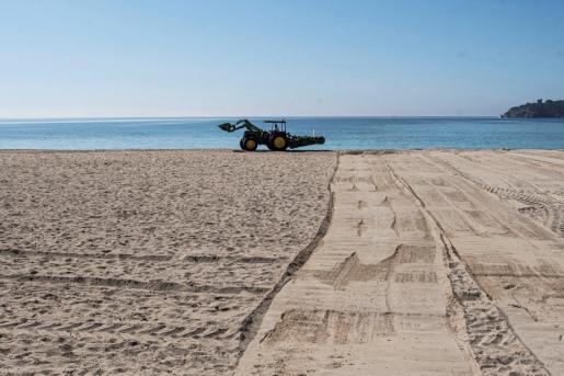 Las playas de Mallorca se ponen a punto.