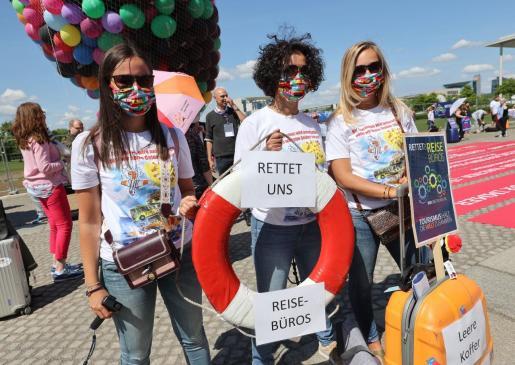 Miembros de agencias de viajes y representantes de la industria del turismo durante una protesta en Berlín para pedir al Gobierno alemán medidas de ayuda.