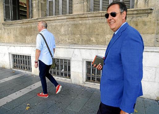 Penalva y Subirán en los juzgados de Vía Alemania, en Palma.