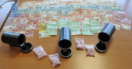 Éxtasis y dinero intervenido por la Policía Nacional al joven detenido en Alcúdia.