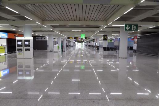 Imagen de aeropuerto de Son Sant Joan, vacío.