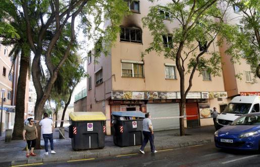 El fuego se originó en la segunda planta.