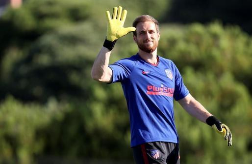 El portero esloveno del Atlético de Madrid, Jan Oblak, asiste a una sesión de entrenamientos.
