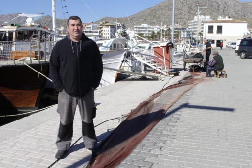 Joan Suau, presidente de la cofradía de pescadores del Port de Pollença confirmó que ya han recibido los permisos de Salut para iniciar este miércoles a las 16.30 horas la venta directa en un espacio acondicionado bajo los arcos de la lonja del Moll .