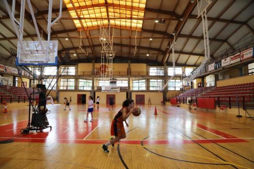 El Ciutat d'Inca ha regresado a los entrenamientos en el Palau d'Esports d'Inca con unas estrictas medidas de seguridad.