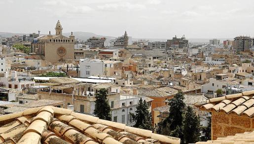 Vista general de la ciudad de Palma, donde el acceso a la vivienda se ha complicado durante los últimos años.