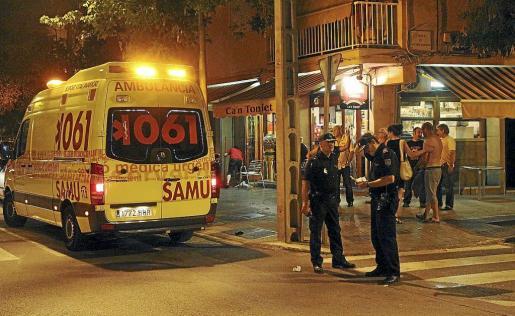 La víctima recibió tres puñaladas en la terraza de un establecimiento de Son Oliva.