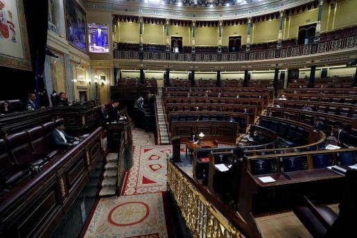 MADRID, 03/06/2020.- El presidente del Gobierno, Pedro Sánchez, pronuncia un discurso ante la Cámara durante el pleno en que se votará este miércoles la última prórroga del estado de alarma con la que el Gobierno pretende cerrar el proceso de desescalada y que ya cuenta con los votos suficientes para salir adelante tras un periodo de duras negociaciones en el que los aliados del Ejecutivo han ido cambiando en cada votación. EFE/ J.J. Guillén Pleno del Congreso