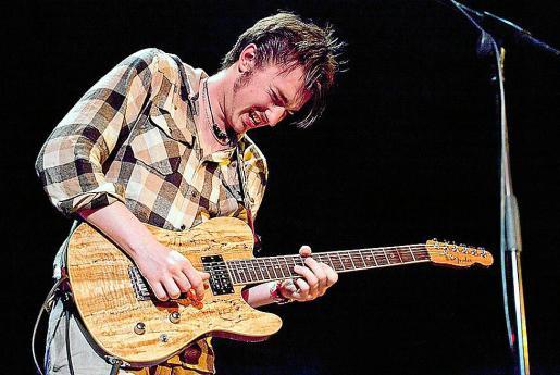 El guitarrista Krissy Matthews viajará a sa Pobla con su grupo.