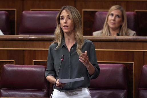 La portavoz del PP en el Congreso, Cayetana Álvarez de Toledo, durante su intervención en el pleno del Congreso.