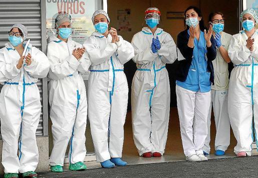 Un grupo de sanitarias del Hospital de Coslada agradece el apoyo recibido.