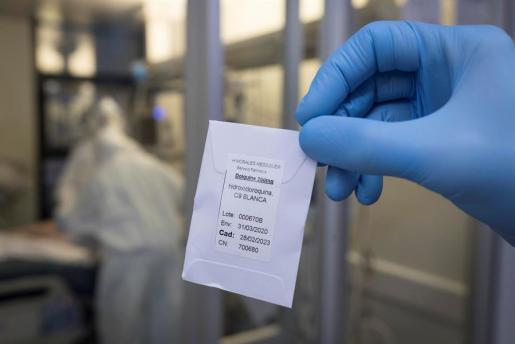 Autorizan que se retomen los ensayos clínicos en pacientes con hidroxicloroquina.