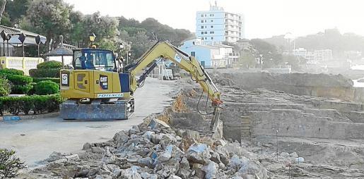 Las obras se están desarrollando en el paseo marítimo de Cala Rajada y se iniciaron el pasado mes de marzo.
