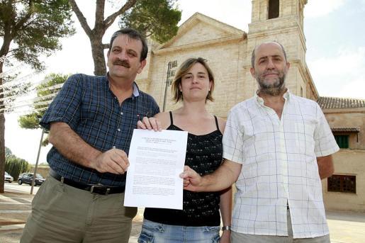 Guirao, Serra y Canyelles ante la iglesia de Sant Marçal.