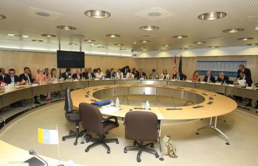 Representantes de las administraciones estatal y autonómicas, al inicio de la reunión del Consejo de Política Fiscal y Financiera, hoy en Madrid.