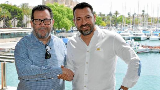 Miquel Jaume y José Tirado, presidente y director deportivo del Palma Futsal, se dan la mano en Ca'n Eduardo.