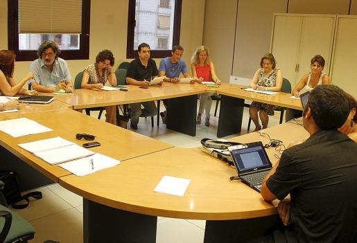 Momento de la reunión celebrada ayer por la mañana en la Conselleria.