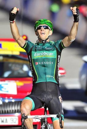 Pierre Rolland celebra su victoria en la etapa de ayer del Tour de Francia.