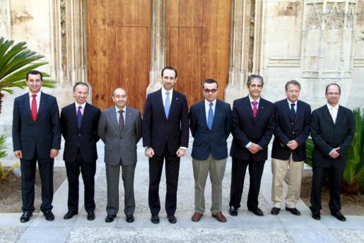 Foto de familia del Govern balear. tras la salida de Carme Castro y la entrada de Antoni Mesquida.