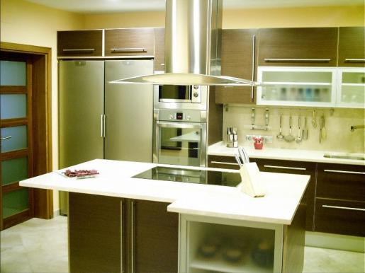 Los diseños de muebles de cocina se realizan primero por ordenador, para que el cliente pueda imaginar el resultado.