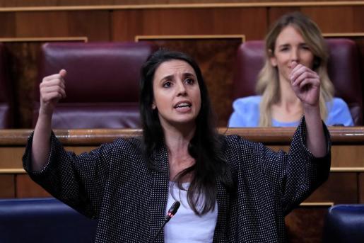 La ministra de Igualdad, durante sus respuestas en el Congreso.
