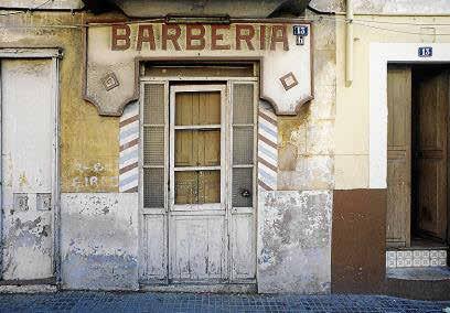 En 1987 la calle Cotoner contaba con una barbería de fachada tradicional.