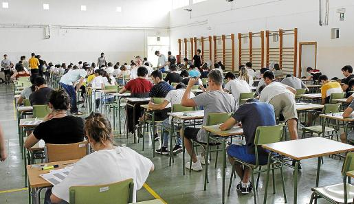 Alumnos de 2º de Bachillerato durante las pruebas realizadas el pasado año.