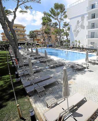 TUI-Alemania ha puesto en marcha una campaña de bienvenida a sus turistas, a los que ofrece un bono descuento de 250 euros por persona para alojarse en hoteles que comercializan, entre ellos los de RIU en Mallorca.