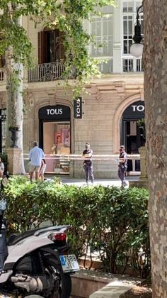 Imagen del lugar precintado donde ha fallecido un hombre este viernes en Palma.