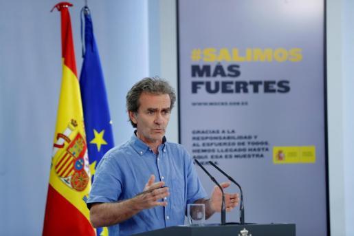 El director del Centro de Alertas y Emergencias Sanitarias, Fernando Simón durante la rueda de prensa en la Moncloa este viernes.