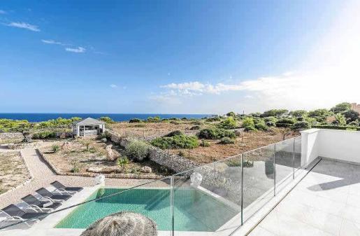 Las vistas al mar desde la terraza de la primera planta son, simplemente, paradisíacas: solo naturaleza y tranquilidad.
