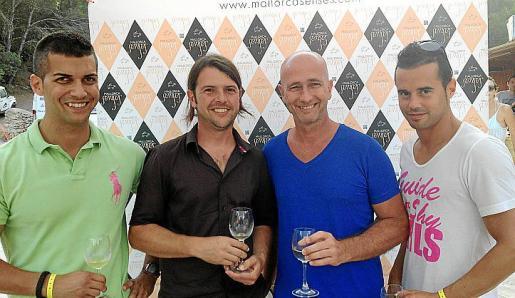 Toni Munar, Jaume Bargadà (enólogo), el alcalde de Manacor, Antoni Pastor; y Rafel Socias, ex regidor del PP de Felanitx.