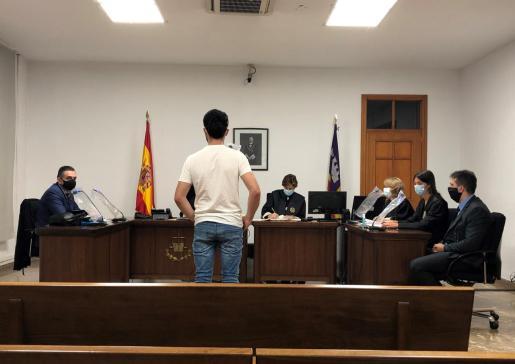 El acusado, en el juicio que tuvo lugar en una sala del Juzgado de lo Penal 2.