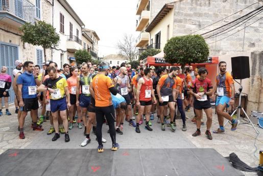 Imagen de la salida de la Cursa dels Tres Pins en Lloseta.