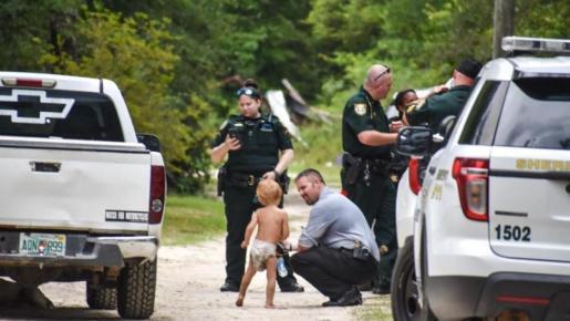 Un niño con autismo se pierde y lo encuentran tras haber sido cuidado por sus perros.