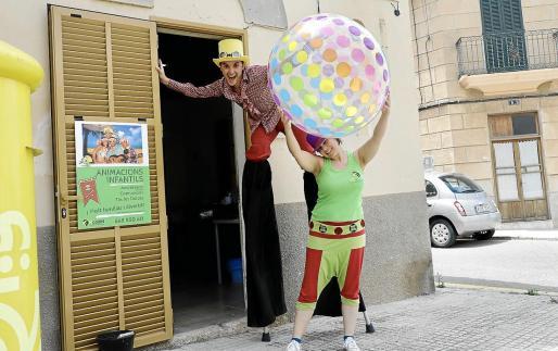 La entidad Kcodril mantiene su línea infantil y de espectáculos durante todo el año. Entre los 'shows' destaca el de los zancos.