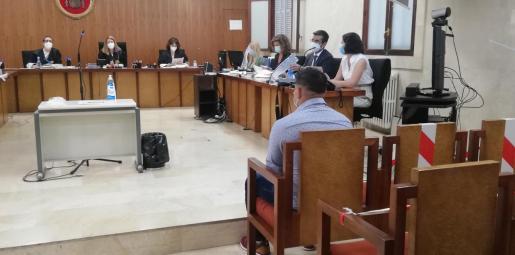 El acusado en la Sección Primera de la Audiencia de Palma.