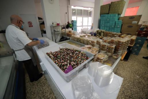 Asociación Tardor ha repartido alimentos durante la pandemia.