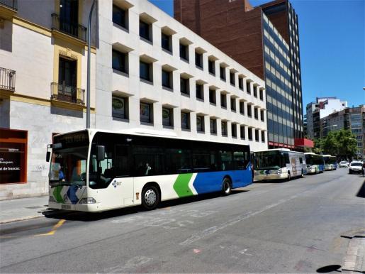 Los autobuses de Palma recuperan aforo, procurando siempre la separación entre los pasajeros.