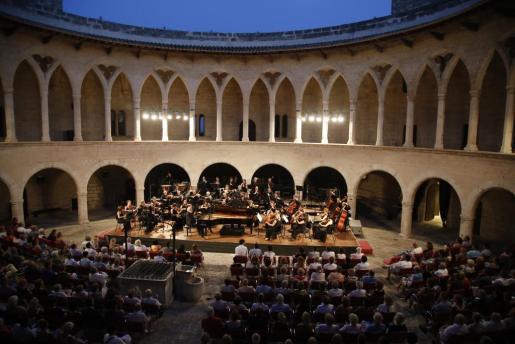 La Orquesta Sinfónica de Baleares volverá a actuar esta semana en el Castillo de Bellver de Palma en formatos reducidos.