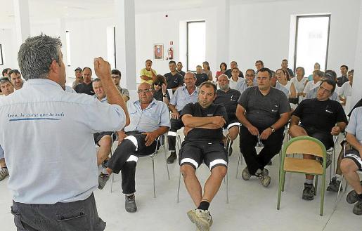 El comité de empresa convocó ayer una asamblea con el personal laboral.
