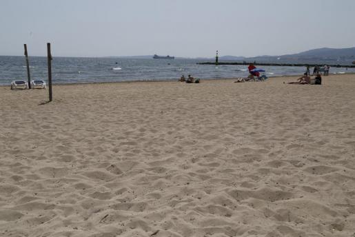 Imagen de archivo de la playa de Ciutat jardí.